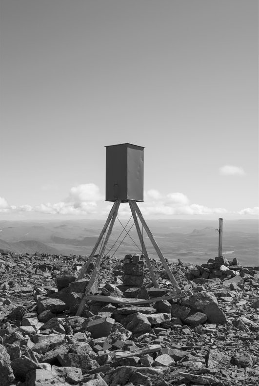 The Observer - Emanuel Cederqvist - Phases Magazine